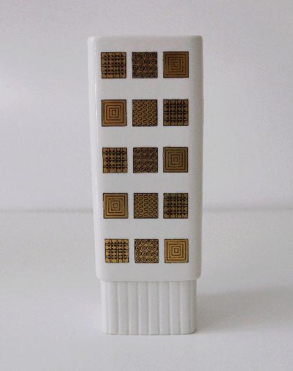Ceramic mark closed X with K inside? 70s white and gold vase. Vase_111
