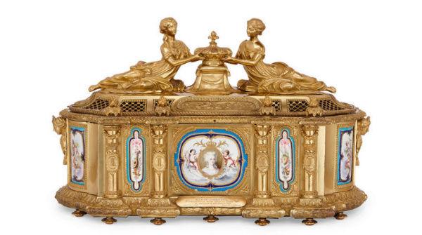 A vendre: meubles et objets divers XVIIIe et Marie Antoinette - Page 7 Zzz4-411