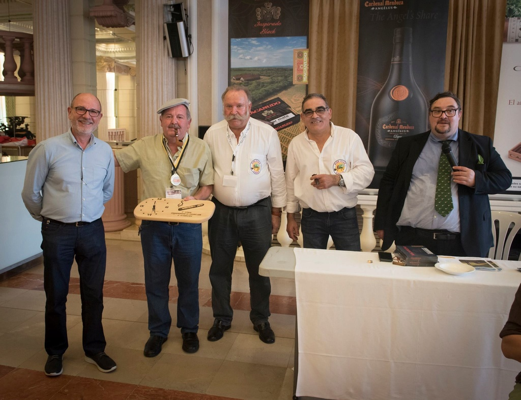 El Campeón del 1º World Championship of Cigar Ash 22791910