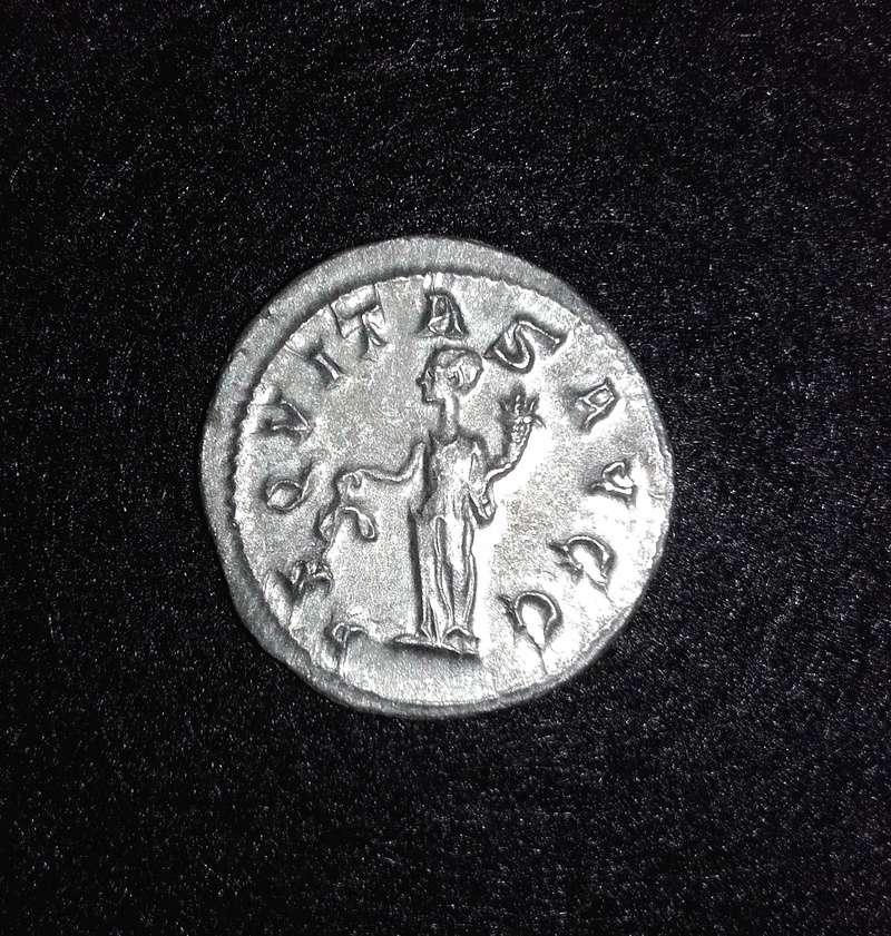 Antoniniano de Filipo I. AEQVITAS AVGG. Aequitas estante a izq. Ceca Roma. Antoni11