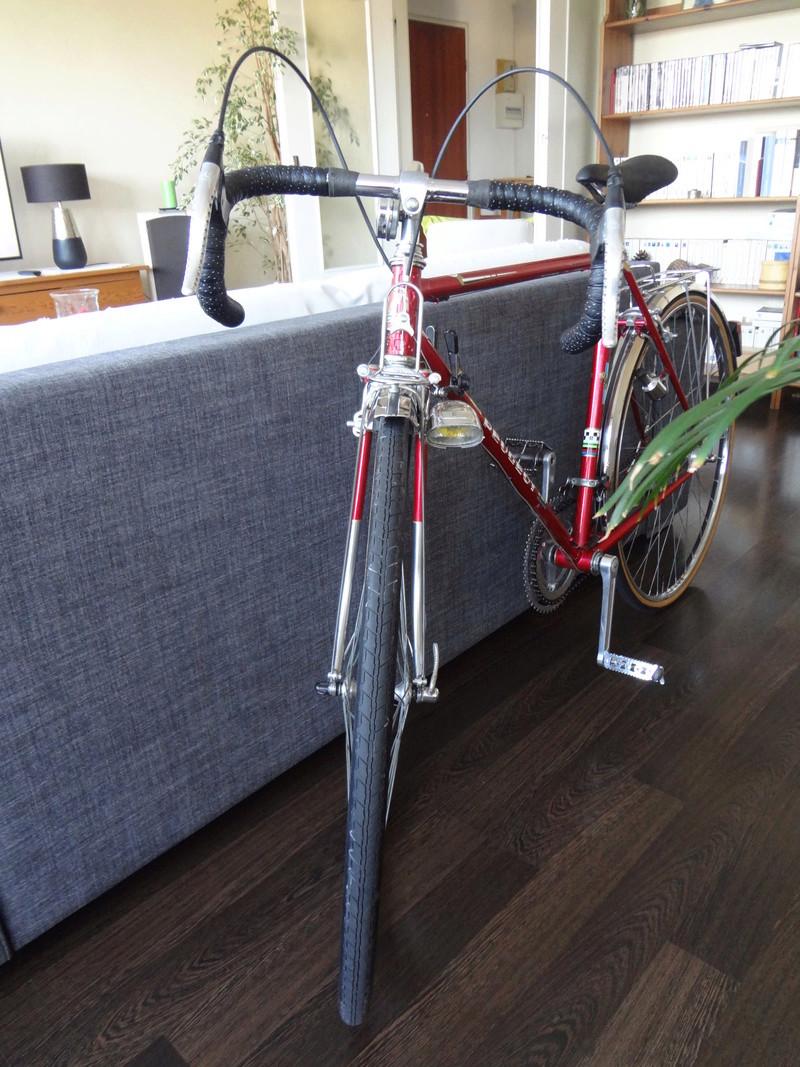 Petit premier Peugeot Rouge Dsc05711