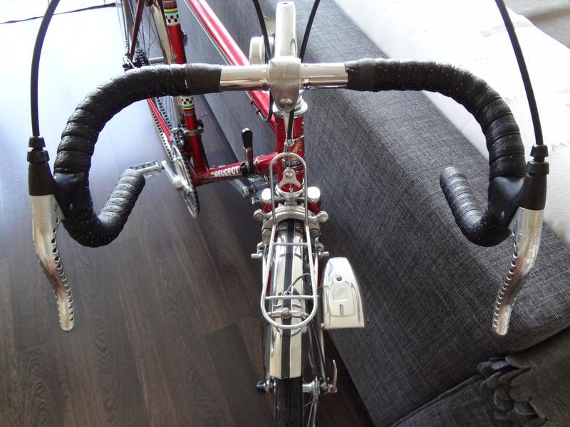 Petit premier Peugeot Rouge Dsc05713
