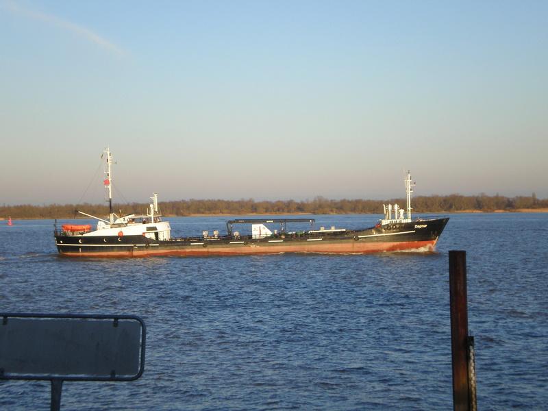 Auf der Elbe ist immer was los. Dagmar10
