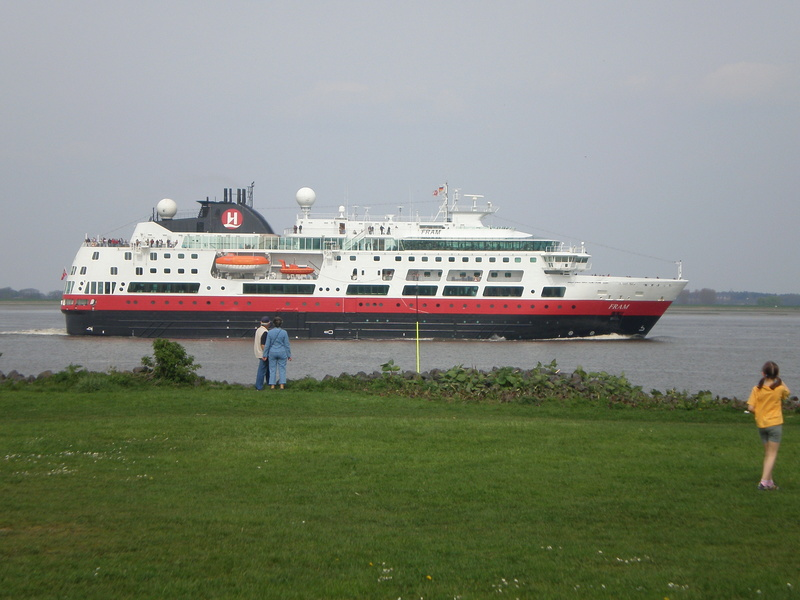 Auf der Elbe ist immer was los. Fram10
