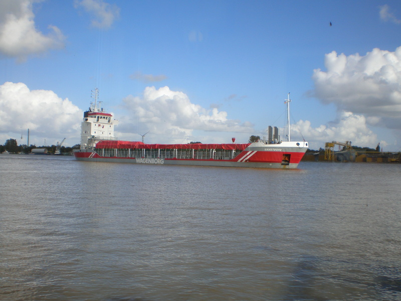 Auf der Elbe ist immer was los. Gaastb10