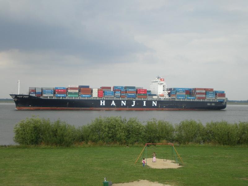 Auf der Elbe ist immer was los. Hanjin10