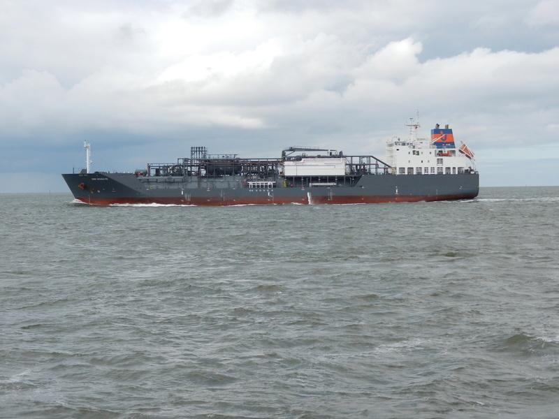 Auf der Elbe ist immer was los. Hannov12
