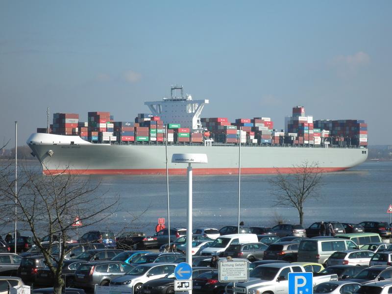 Auf der Elbe ist immer was los. P2280110