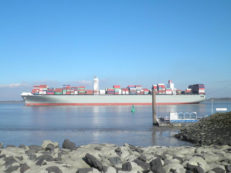 Auf der Elbe ist immer was los. P2280111
