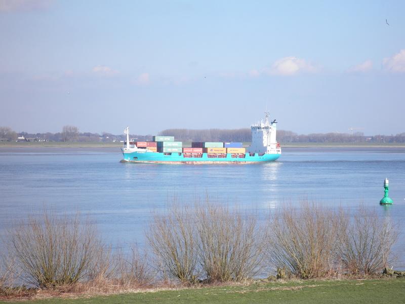 Auf der Elbe ist immer was los. P2280112
