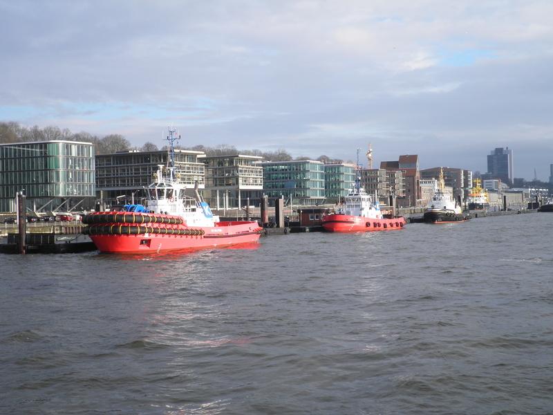 Auf der Elbe ist immer was los. Pc290011