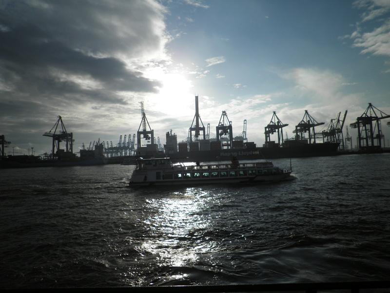 Auf der Elbe ist immer was los. Pc290012