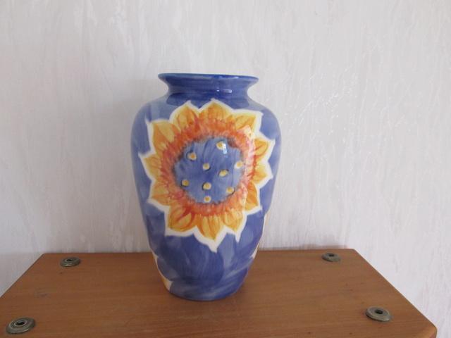 studio ceramics lily jones vase & mark  for gallery Studio11