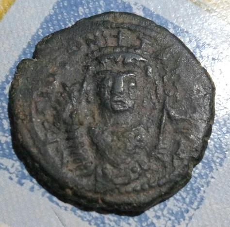 40 nummi de Tiberio II Constantino. 164