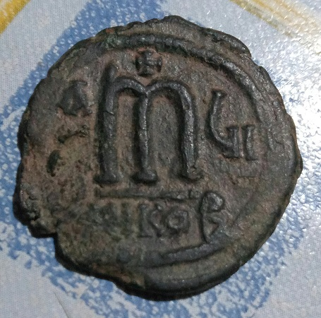 40 nummi de Tiberio II Constantino. 1a64