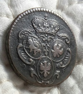 1760 moneda con tres escudos 323