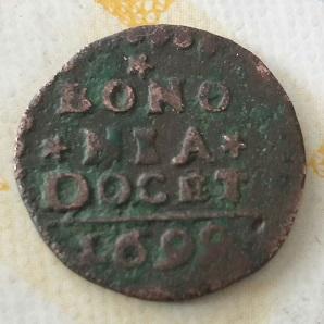 Quatrino de Inocencio XII, acuñado en Bolonia, año  1699 353