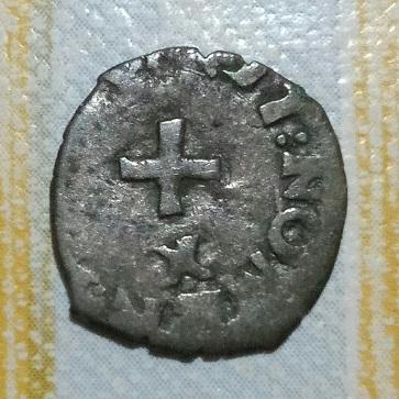 Petite croix et F couronnée. 434