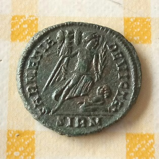 AE3 de Constantino I. SARMATIA DEVICTA. Sirmio 7a69