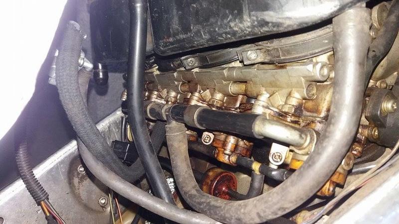óleo no carburador e por toda parte de cima do motor.  Mo511
