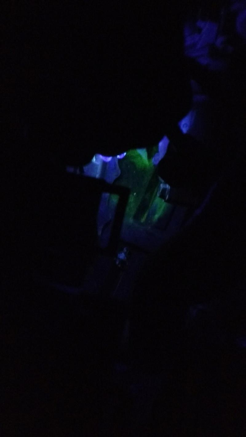 Vazamento Fluorescente no cofre do motor Img_2035