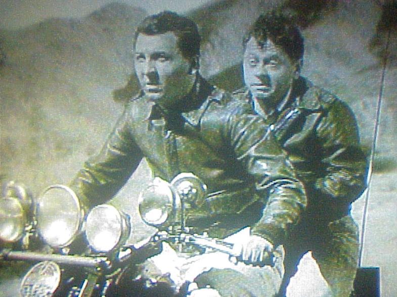 Ils ont posé avec une Harley, uniquement les People - Page 39 Mickey10