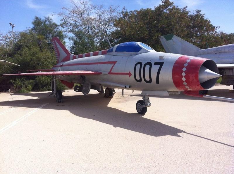 MiG-21 MFN (Eduard 1/48) Mig21-10