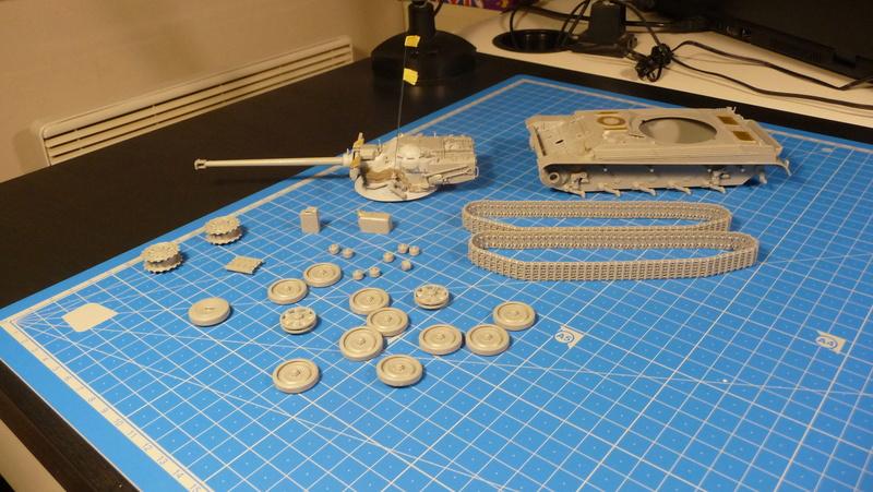 "mon deuxième montage:Sherman M4A3E8 ""Fury"" P1230621"