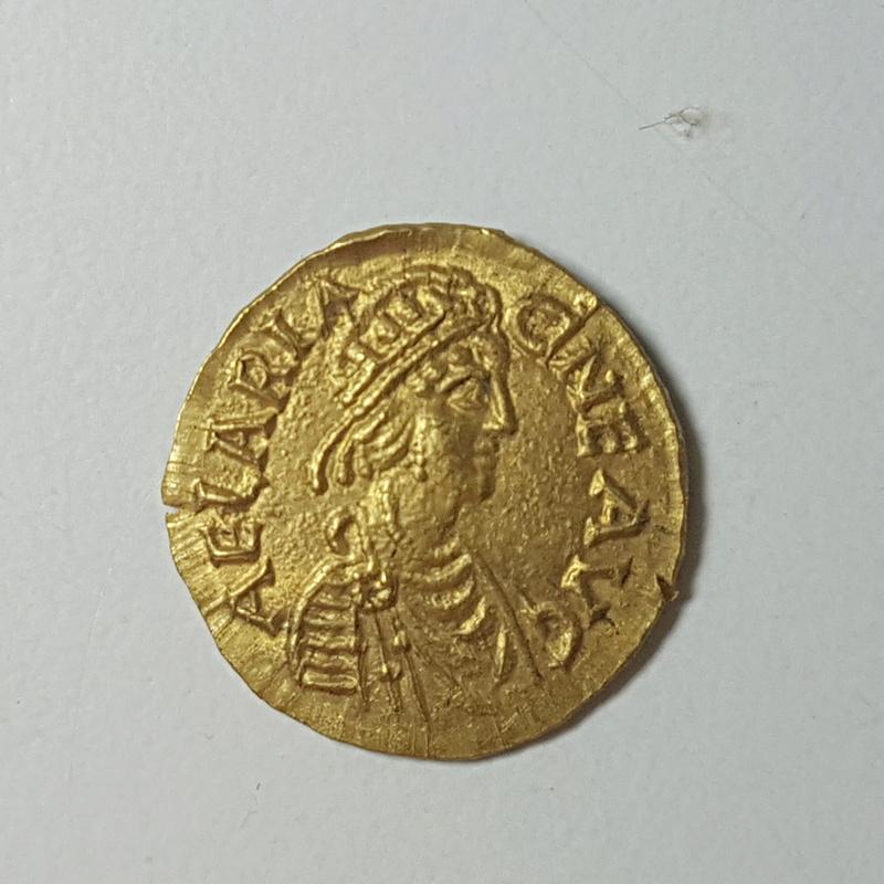 Tremis de Aelia Ariadne. Cruz dentro de corona. Constantinopla 20171112