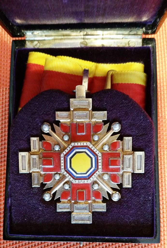 """Empire du Manchukuo, ordre des piliers de l'état   """"満 州 国 柱 國 章"""" 2_pili11"""