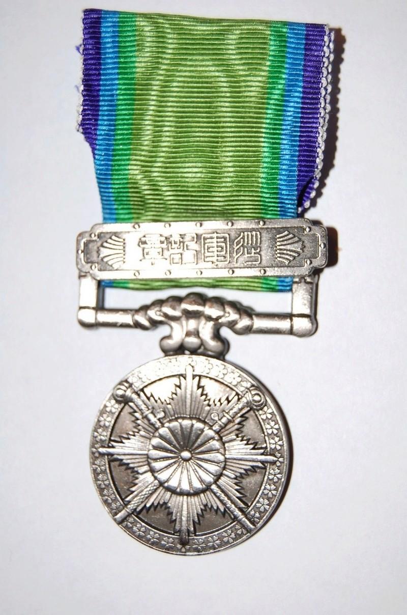 La médaille de guerre du grand est asiatique 大 東 亜 戦 争 ..et ses variantes Grand_10