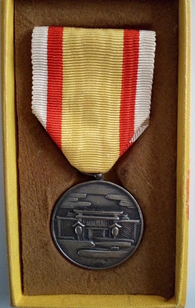 La médaille commémorative de l'érection du 1er temple Shintoïste en Manchourie  Img_2010
