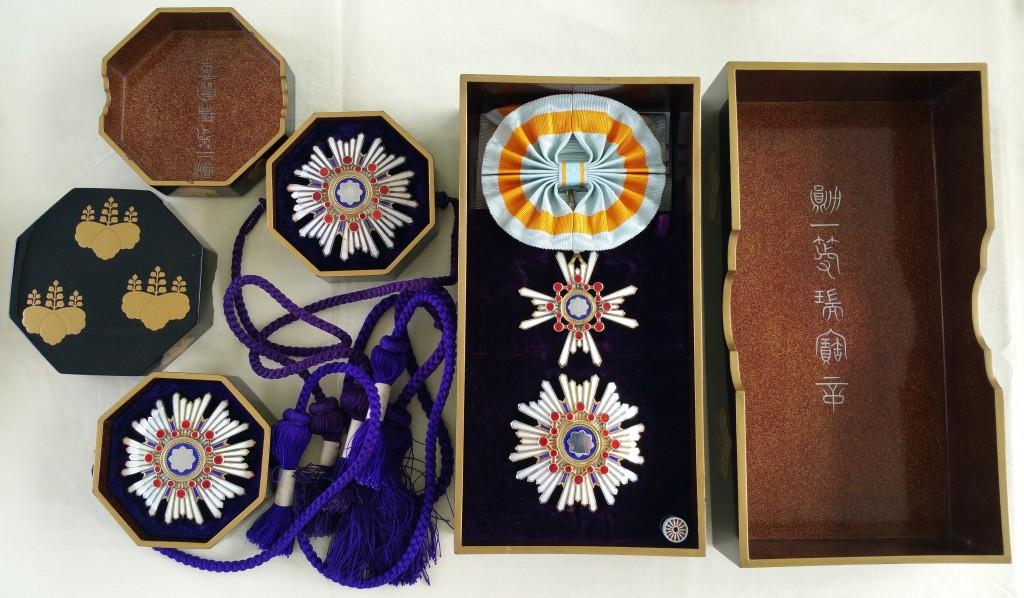 Les 2ème classe du soleil levant et du trésor sacré en écrins Tamatebako Myiaké Tamate24
