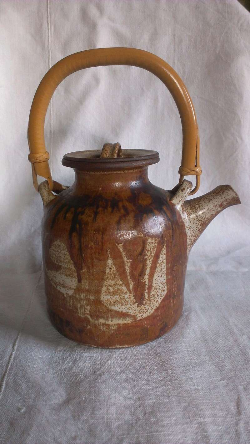 Fine cane handle studio teapot - indistinct signature any idea? Imag2710