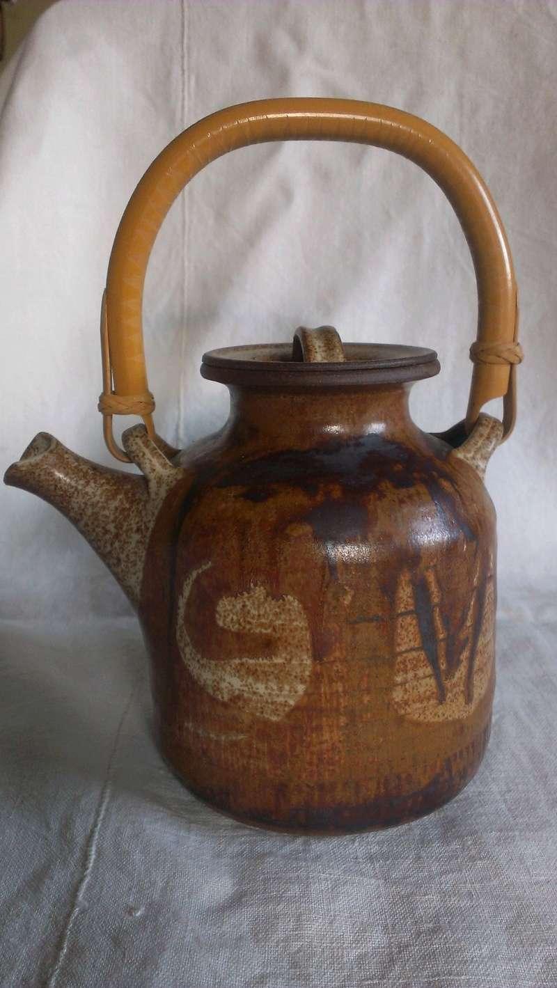Fine cane handle studio teapot - indistinct signature any idea? Imag2711