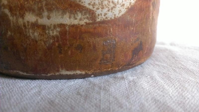 Fine cane handle studio teapot - indistinct signature any idea? Imag2811