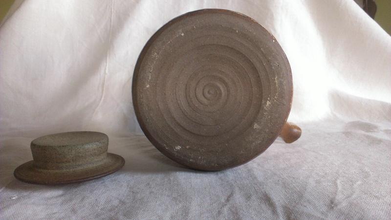 Fine cane handle studio teapot - indistinct signature any idea? Imag2812