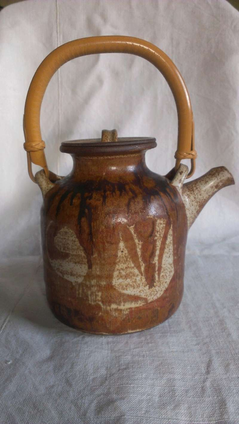 Fine cane handle studio teapot - indistinct signature any idea? Imag2815