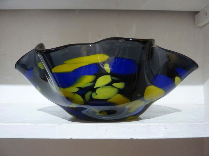 Lydia Beech studio glass bowl 00113