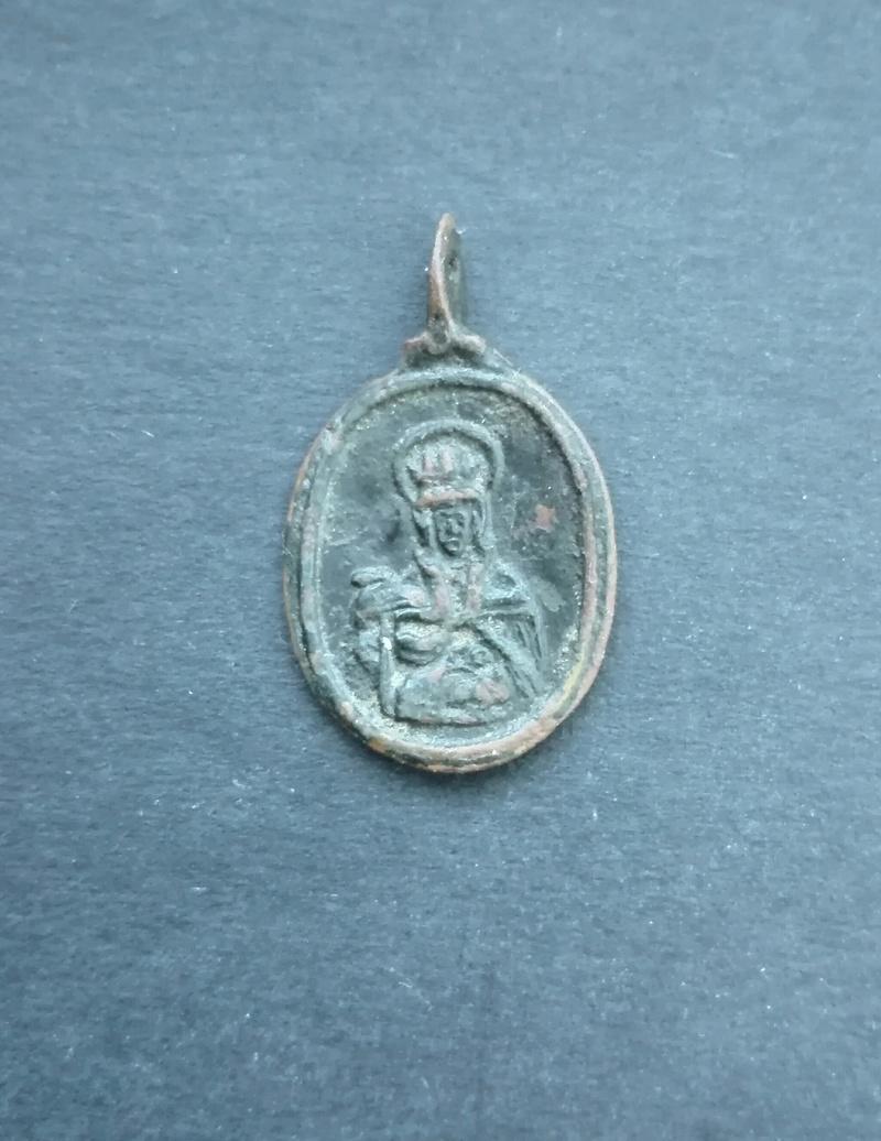Rainha Santa Isabel de Portugal (?) / Santo António Medalh11