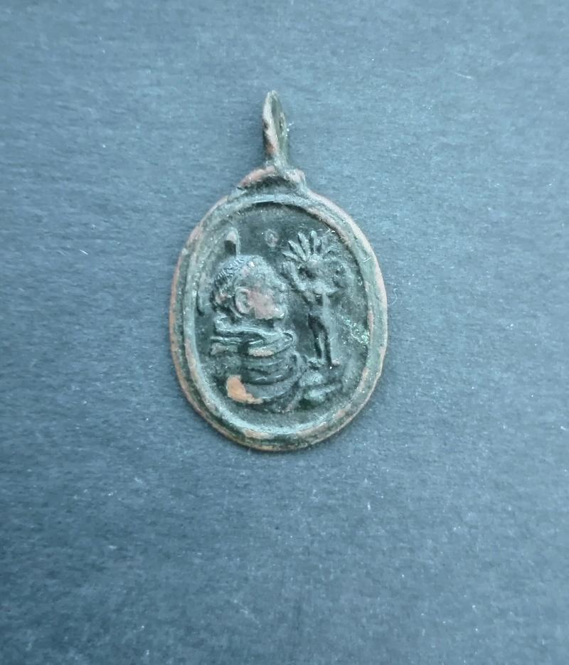 Rainha Santa Isabel de Portugal (?) / Santo António Medalh12