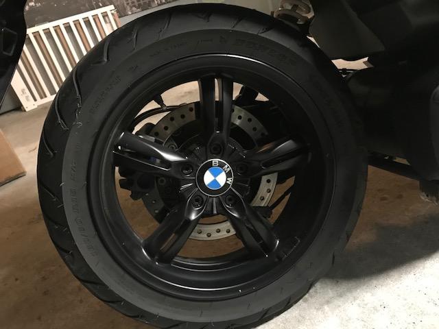 Insigne/logo BMW sur roure arrière Img_2312