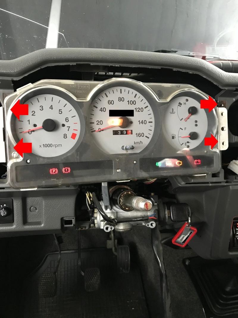 Démontage tableau de bord sur un zuk essence de 2002. Tb1210