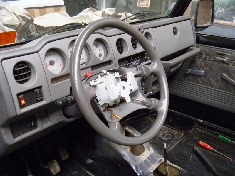 Démontage tableau de bord sur un zuk essence de 2002. Tb310