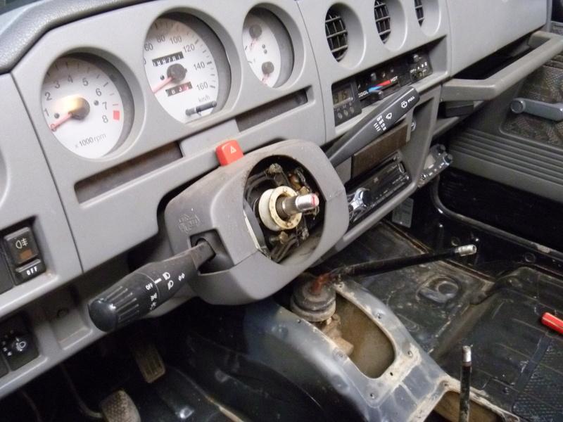 Démontage tableau de bord sur un zuk essence de 2002. Tb410