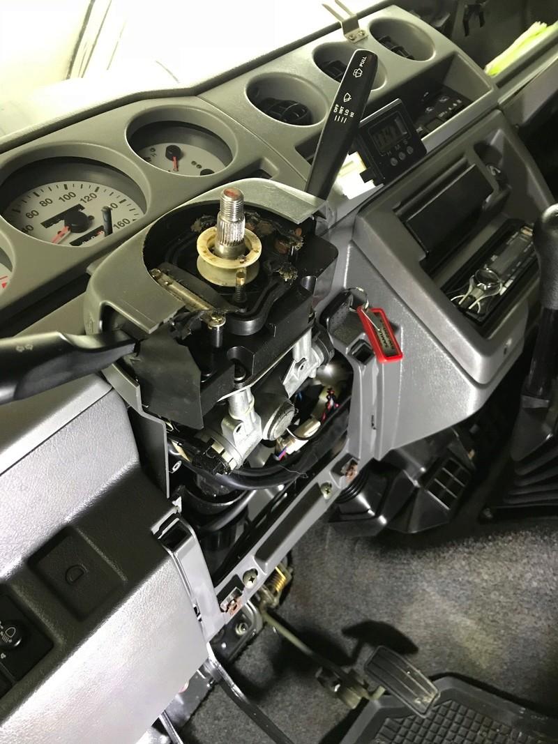 Démontage tableau de bord sur un zuk essence de 2002. Tb710