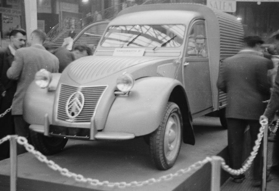 la 2CV FOURGONETTE au Salon de Paris  1950 549