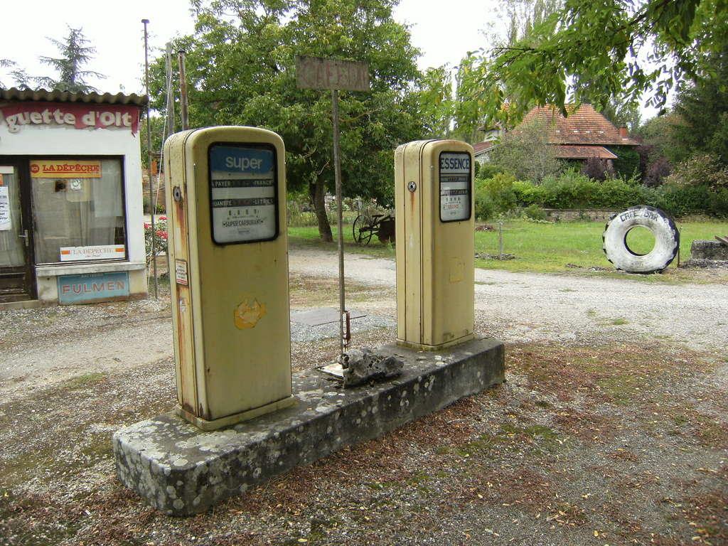 un petit Musée privé sur le thème des vieilles pompes à essence - Page 2 Dscf0115