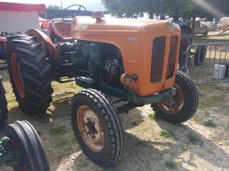 84 - MALAUCENE  Tracteurs, camions, autos, motos.... - Page 3 Img_2624