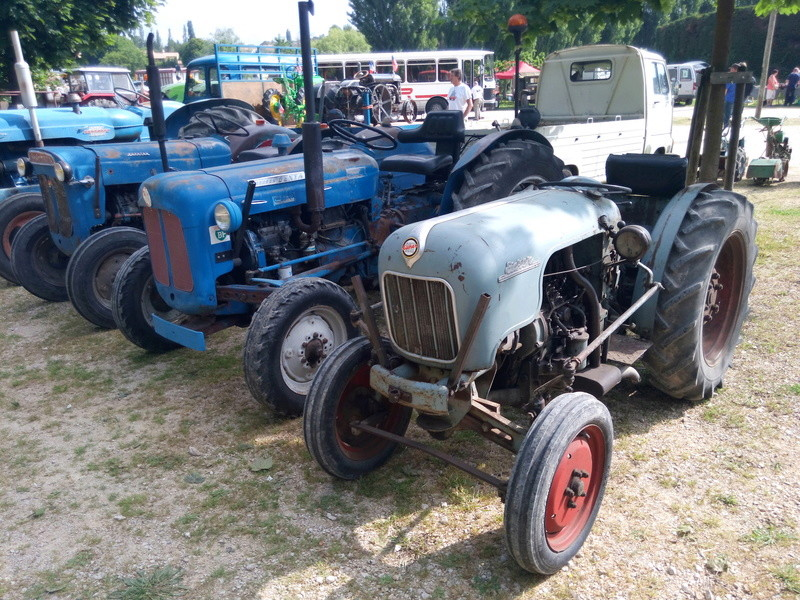84 - MALAUCENE  Tracteurs, camions, autos, motos.... - Page 3 Img_2633